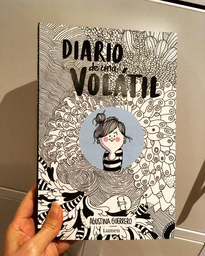Esta es la portada creada por la dibujante Agustina Guerrero para su libro Diario de una volátil. (Foto Sandra Ramírez Checnes)