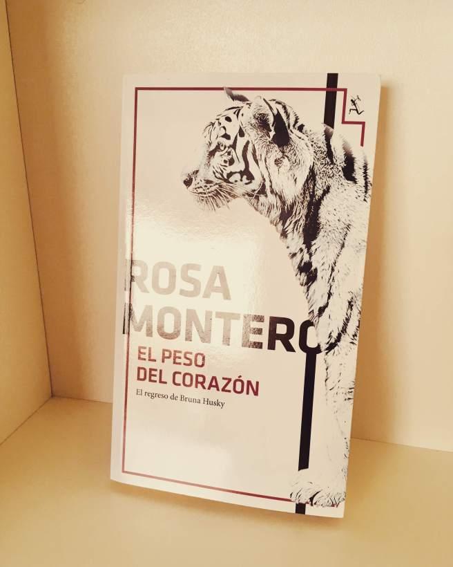 Portada del primer libro de Rosa Montero que leí: El peso del corazón. (Foto: Sandra Ramírez Checnes)