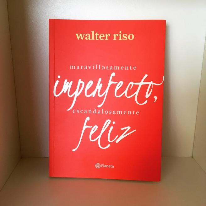 Portada del libro Maravillosamente imperfecto, escandalosamente feliz. (Foto: Sandra Ramírez Checnes)