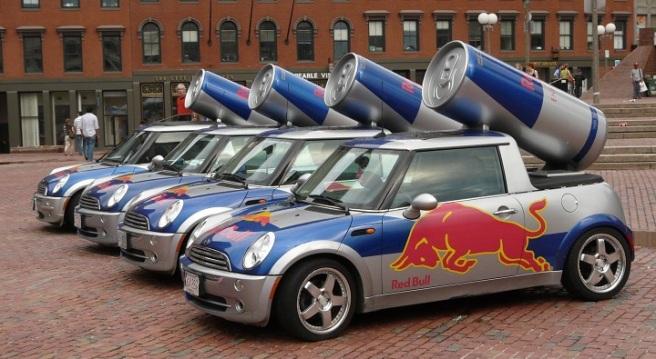 Autos promocionales de Red Bull (Foto:https://www.motorafondo.net/los-coches-promocionales-de-red-bull/)