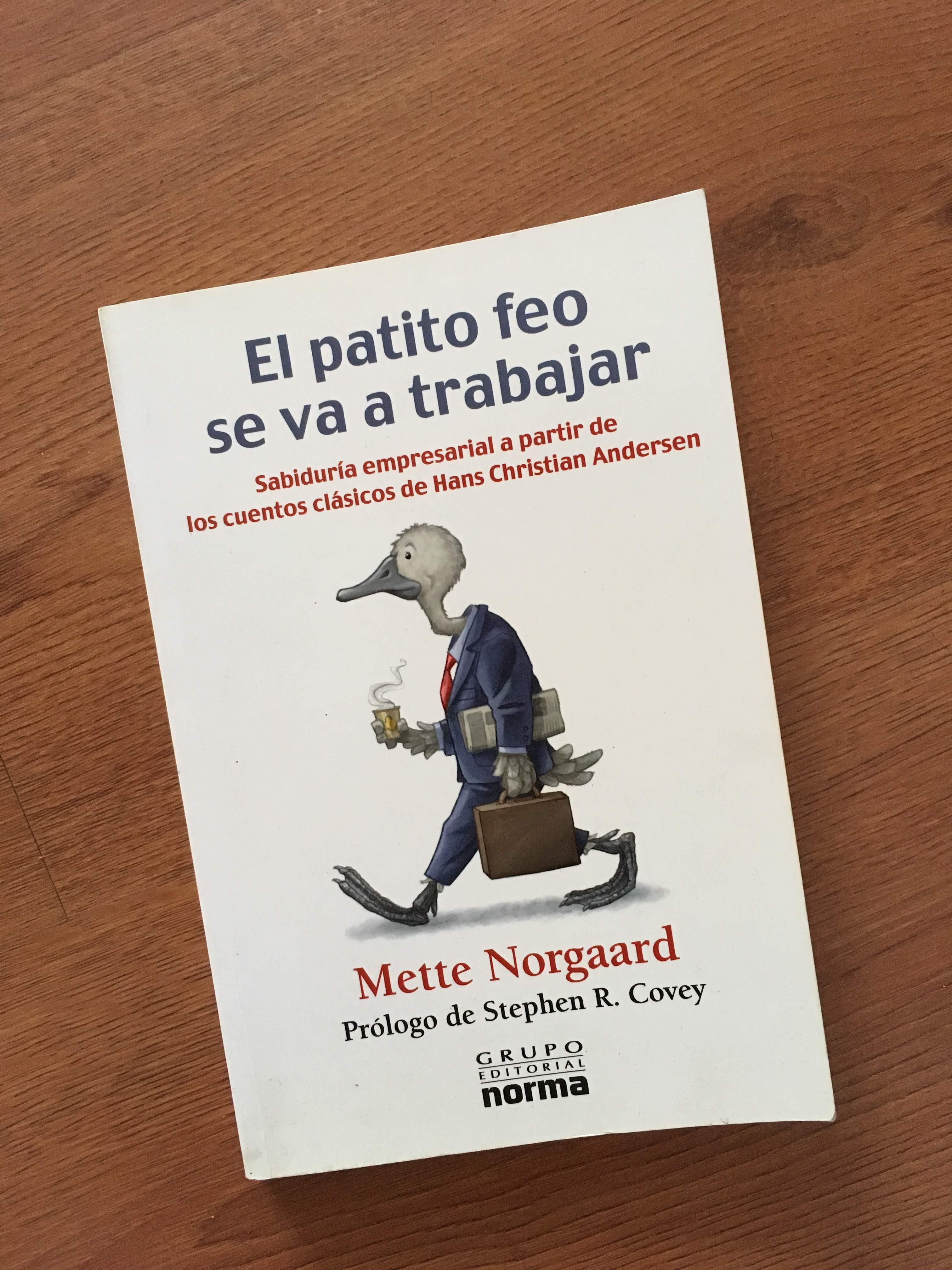 Portada del libro El patito feo se va a trabajar. (Foto: Sandra Ramírez Checnes)